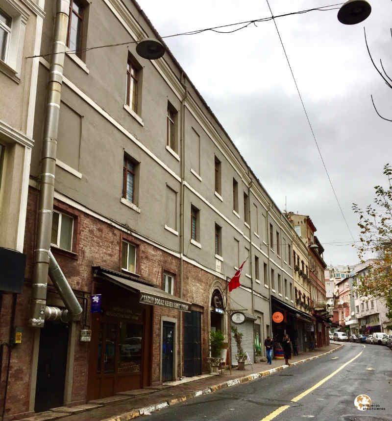 Bigazkesen Caddesi, Beyoglú bohemio